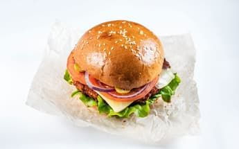 Бургер с куриной котлетой 220 гр.